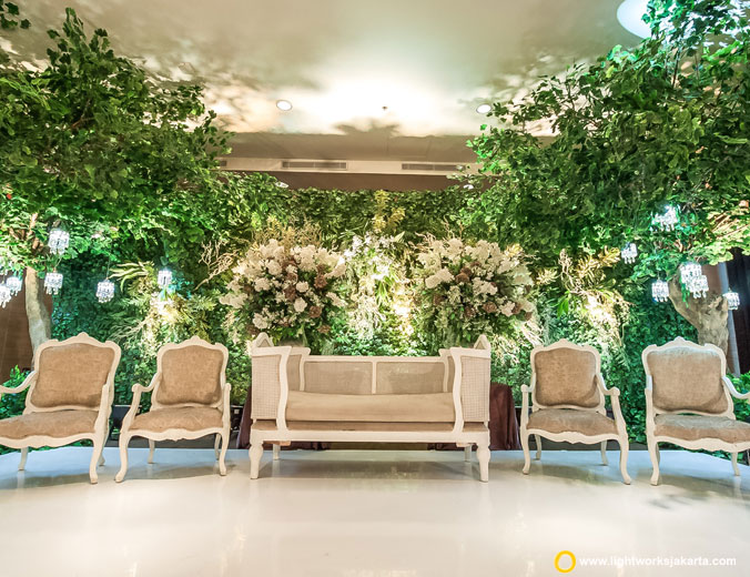 Andrew and Christi wedding reception | Venue at Level 8 The Ritz-Carlton Pasific Place | Decoration by Steve Decor | Organised by JWP Wedding Organizer | Make up artist are Winnie Neuman | Gown by Private Label Collection | Crown by Leciel Design | Lighting by Lightworks