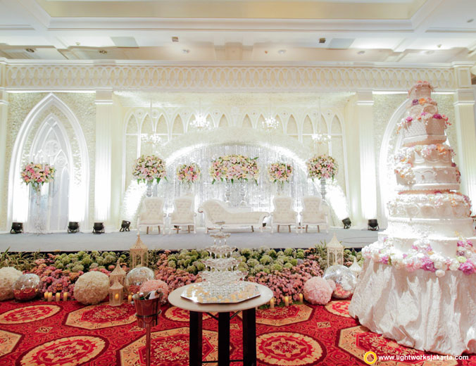 Adrian and Rosawin's wedding reception | Venue at JW Marriott | Decoration by Grasida Decor | Organised by Private Wedding Organizer | MC by Dave Hendrik | Wedding cake by Timothy Cake | Lighting by Lightworks
