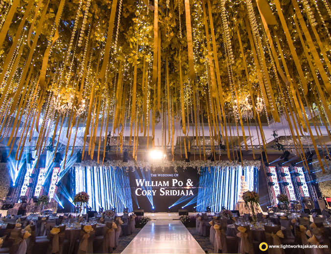 Wedding of William and Cory | Venue at The Mulia Bali | Decoration and bouquet by Lotus Design | Organised by Mahkota Event Organizer | Photo by Axioo | Make up by Susy Kleo | Dress by Hian Tjen | Special Perfomance by Raissa, Once | Lighting by Lightworks