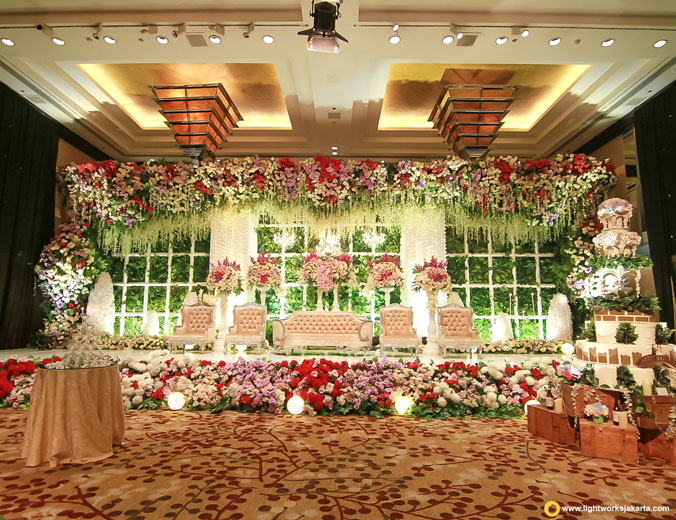 Willy and Jessica's wedding reception | Venue at Grand Hyatt Jakarta | Decoration by Trinity Artwork | Lighting by Lightworks