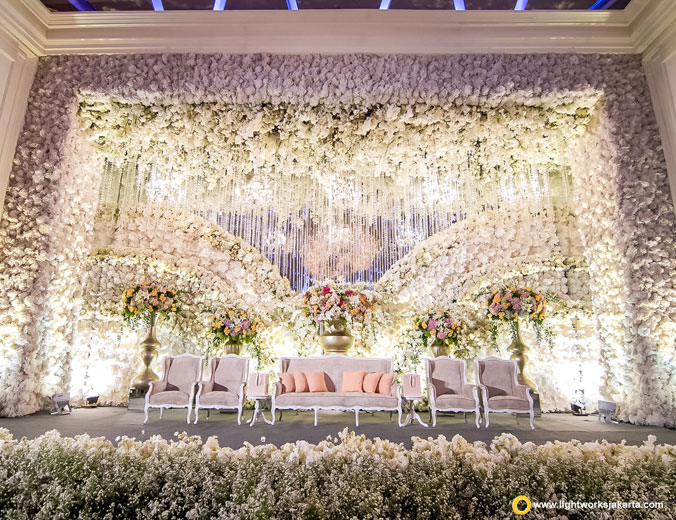 Saweri and Yessica's wedding reception | Venue at Bali Room, Kempinski Jakarta | Decoration by Lotus Design | Organised by United Wedding Organizer | Make up by Juanda Hasid Sorumba | Photo by Photomotion Indonesia | Lighting by Lightworks