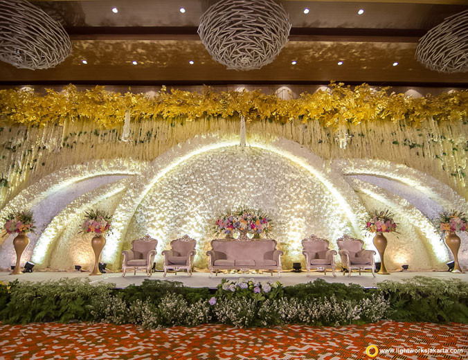 Lightworks jakarta lightworks page 4 the wedding of albert and jocelyn venue at grand mercure kemayoran decoration by white junglespirit Image collections