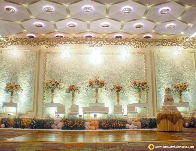 The wedding of Jeffrey and Cing-Cing | Venue at Holiday Inn Kemayoran | Decoration by Evelyn Decor | Lighting by Lightworks