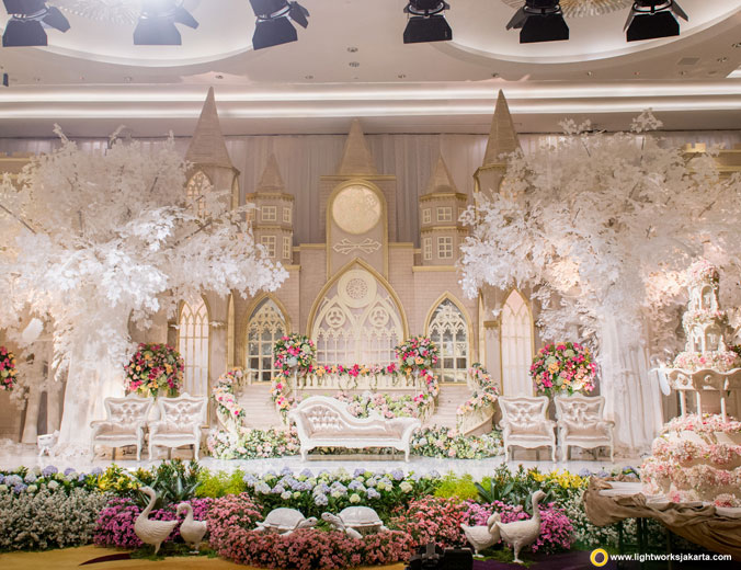 Wedding of Marseil and Veronica | Decoration by Grasida Decor | Venue at Raffles Hotel Jakarta | Organised by Private Wedding Organizer | Photo by Cappio Photography | Video by Wimo Production | Entertainment by Blue Ice Music | MC by Lilys Wandy and Thomas Jonny | Cake by LeNovelle Cake | Lighting by Lightworks