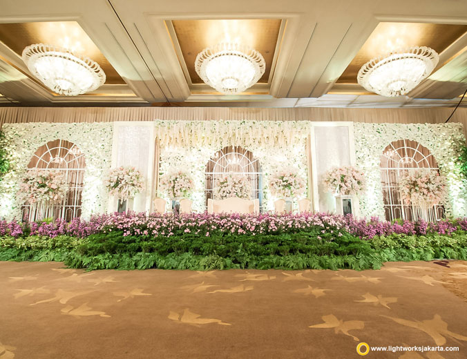 Harry and Angela's wedding reception | Decoration by Steve Decor | Venuet at Hotel Mulia | Lighting by Lightworks