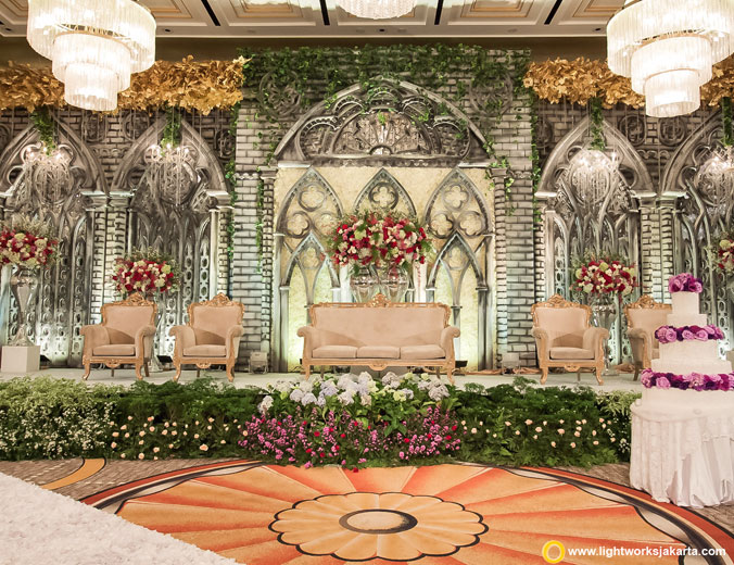 The wedding of Ricky and Felicia | Venue at Four Seasons Hotel Jakarta | Decoration by White Pearl Decoration | Organised by Signature Organizer by O2 | Make up by Maharani Nilla | Hair Do by Ani Rufaida | Wedding gown by Yefta Gunawan | Groom suit by Agus Lim | Photo and video by ATIPATTRA | MC: Kado Chou | Handbouquet by Lace Decoration | Lighting by Lightworks