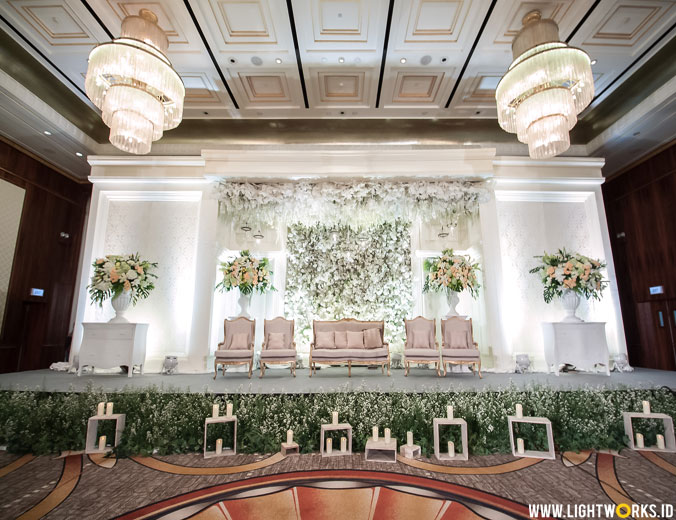 Andra and Farisa' wedding reception | Venue at Four Seasons Hotel, Jakarta | Decoration by Elssy Design | Organised by Uluwatu Wedding Planner | Photo and video by Polar Photography | Entertainment by The Genuine | Coffee Machine by PT LMK | Traditional ceremony by Sanggar Liza (Sunda) and Sanggar Diana (Java) | Lighting by Lightworks
