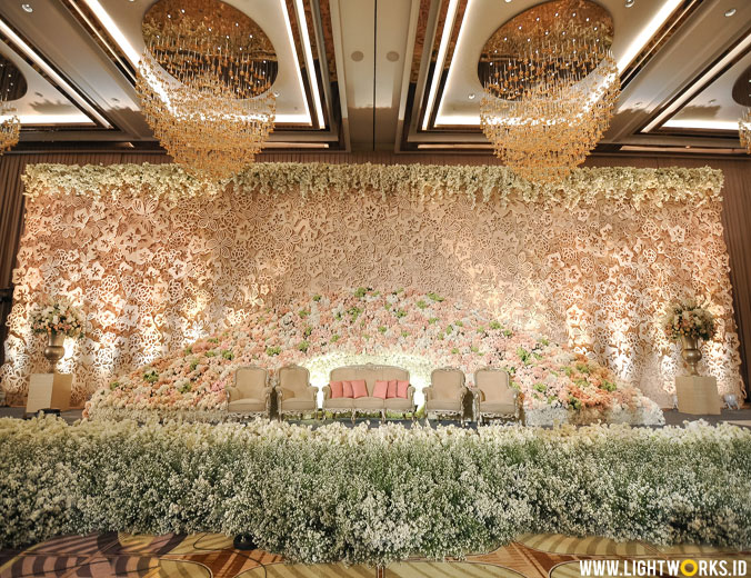 Wedding of William and Helen | Venue at The Westin Jakarta | Decoration by Lotus Design | Organised by Divine Wedding Organizer | Gown by Soko Wiyanto | Crown by Rinaldy Yunardi | MUA by Emily Surjo Makeup Artist | Hand bouquet by Atrina Rahayu Soendoro | Suit by Agus Lim | Wedding cake by White Pot Wedding Cakes | Photography and videography by Antheia Photography | Wedding card by Artic | Entertainment by Red Velvet Entertainment | Lighting by Lightworks