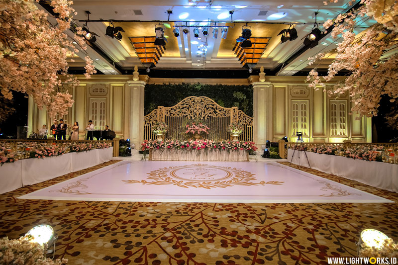 Venue at Grand Hyatt Jakarta | Decoration, corsage, and handbouquet by Nefi Décor | Oganised by Yoan Ilona | MUA: Susy Kleo | Photo and video by PPF Photo | Gown by Adrian Gan | Attire by Double L'Uomo | Ballet Perfomance by Claresta Alim | Entertainment by Oktav Entertainment | MC: Becky Tumewu and Abraham Auw | Invitation by iCreation Card | Souvenirs by Ellinorline Gift and Souvenir | Lighting by Lightworks