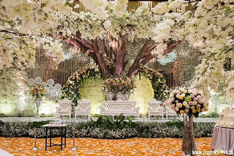 Soelaiman Soenarto and Melie's wedding reception | Venue at Grand Mercure Jakarta Kemayoran | Decoration by White Pearl Decoration | Organised by The DAyZ Wedding Planner | Florist by il Fiore Flora Studio | MC: Denny Wirawan | Entertainment by Erwin Wong Entertainment | Photo and Video by Aspictura | Souvenir by KaIND | Usher by La'Belle | Photobooth by Moussax | Lighting by Lightworks