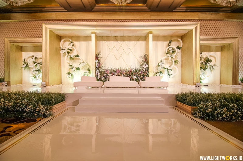 Willianto and Maggie's wedding reception | Venue at Hotel Mulia | Decoration by Lotus Design | Organised by Divine Wedding Organizer | Music by Anastasia Project | MC: Daddo Parus | Photo and video by Antheia Photography | Gown and shoes by Yefta Gunawan | MUA: Priscilla Myrna | Cake by LeNovelle Cake | Power by Sonus Live | Lighting by Lightworks