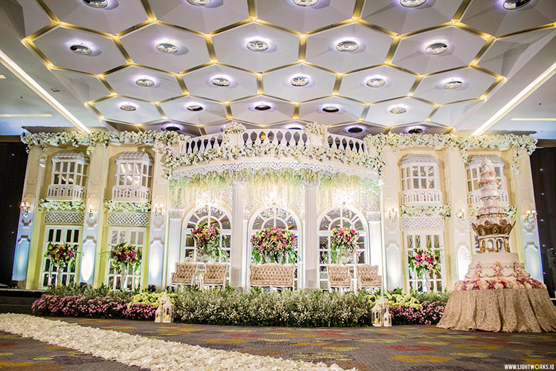 Lili vicky decoration lightworks donny and crisannis wedding reception venue at holiday inn jakarta kemayoran decoration by junglespirit Images