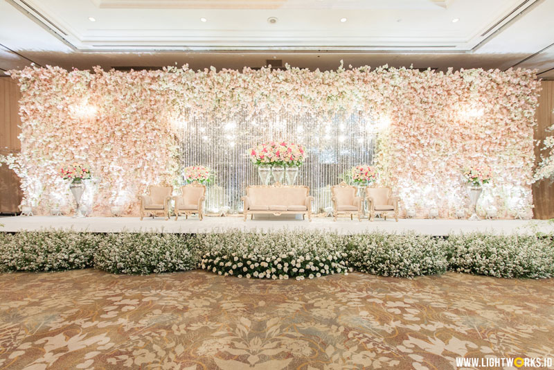 Alex and Vina's wedding | Venue at Shangri-La Jakarta | Decoration by White Pearl Decoration | Organised by Wedding Concept | MUA: Lili Mailidia | Photo by Kian Photomorphosis | MC: Kado | Gown by The Wedding Boutique | Handbouquet by iL Fiore | Entertainment by Love Box Entertainment | Cake by Ivoire Cake | Projector by Tones Pro | Car by Fendi Wedding Car | Photobooth by Moments To Go | Lighting by Lightworks