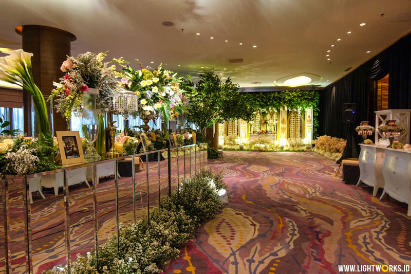 Jeff and Angel's wedding | Venue at Pullman Jakarta Central Park | Decoration by White Pearl Decoration | Photography by Loxia Photography | MUA: Priscilla Myrna | Gown by Julia Sposa | Suit by Wong Hang Tailor | Organised by William and Friends | Lighting by Lightworks