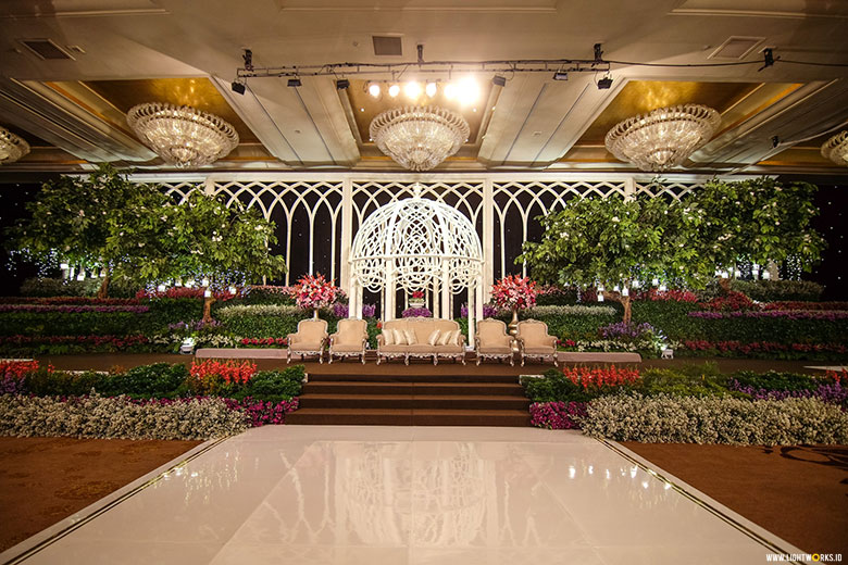 Lotus design lightworks hendi and levinas wedding reception venue at hotel mulia decoration by lotus design junglespirit Gallery