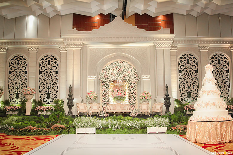 Nefi decor lightworks jessica and williams wedding venue at grand paragon jakarta decoration by nefi dcor junglespirit Images